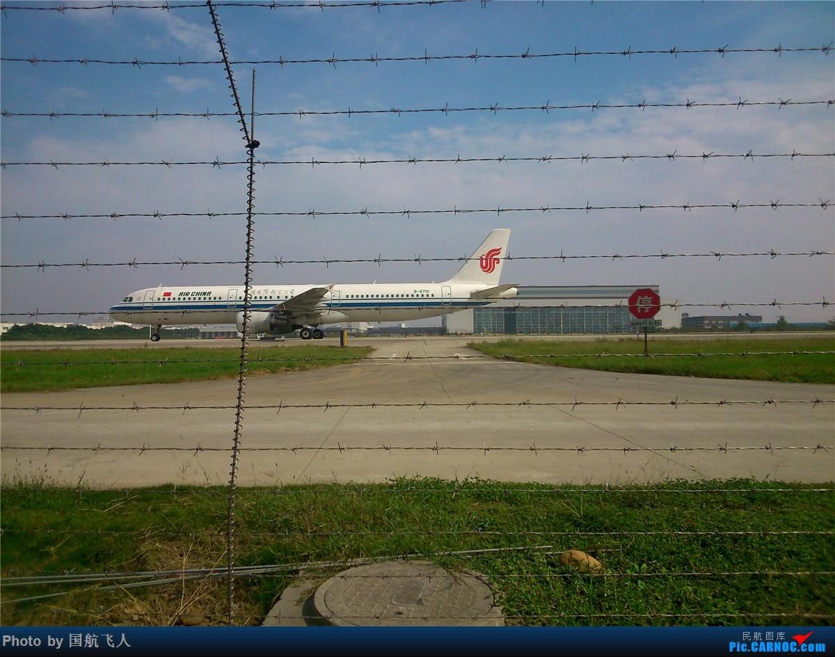 Re:[原创]10月7日CTU拍机[有南航A380】手机拍摄 AIRBUS A321-200 B-6701 中国成都双流国际机场