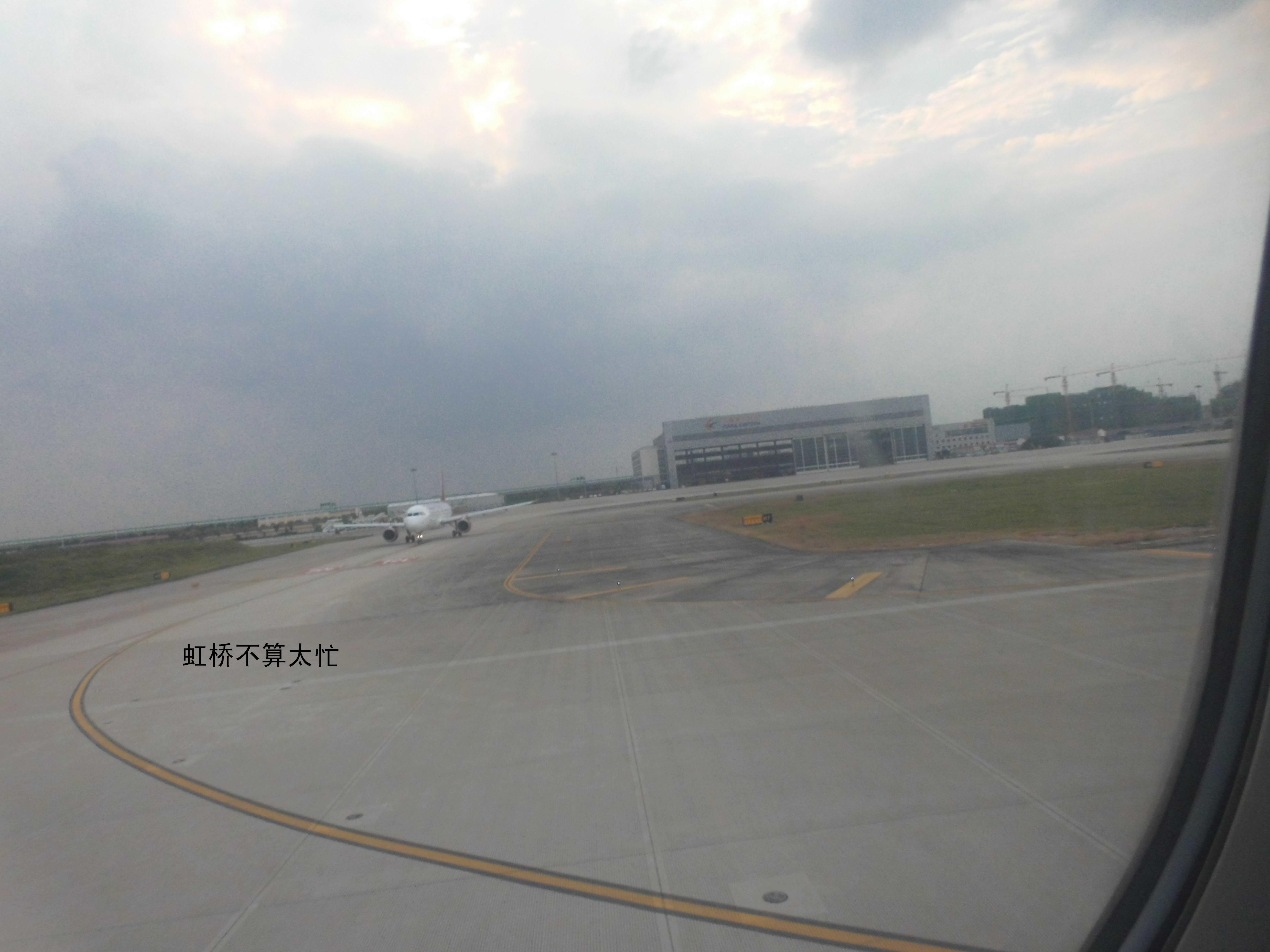 Re:[原创]新手第一帖(送女儿上大学)照片太大不知道怎样缩小,请各位看官自己缩小到25%欣赏 AIRBUS A320 B6310 客舱 中国上海虹桥国际机场