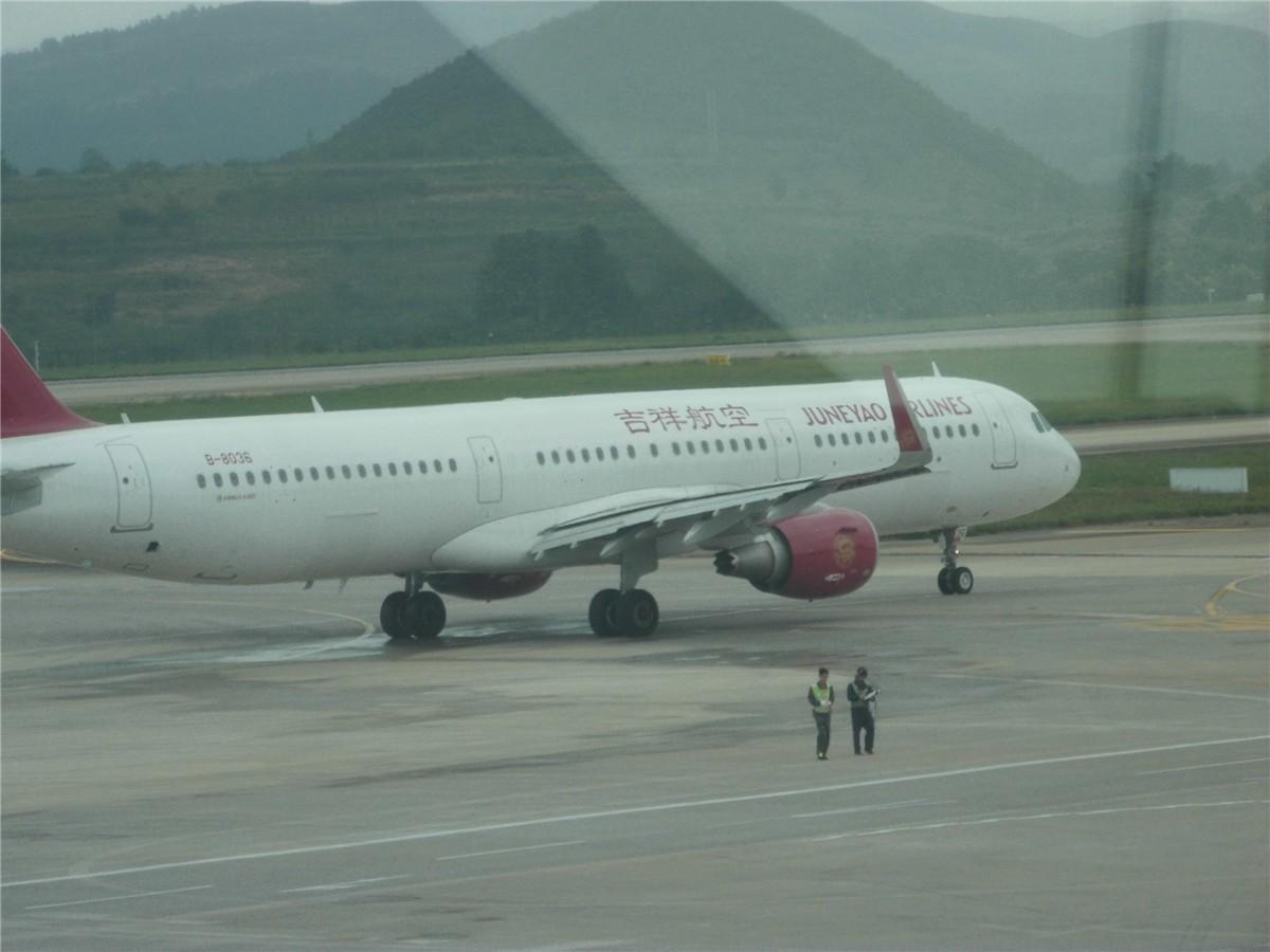 Re:[原创]新手第一帖(送女儿上大学) AIRBUS A320 B-8036 候机室