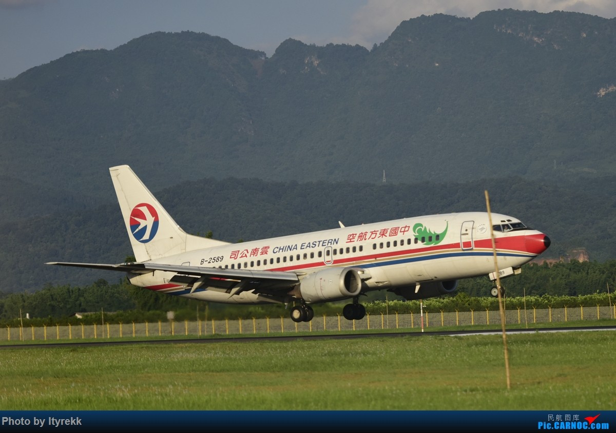 Re:[原创]发组图以怀念东航云南的功臣733,欢迎跟贴补图。 BOEING 737-300 B-2589 中国芒市机场