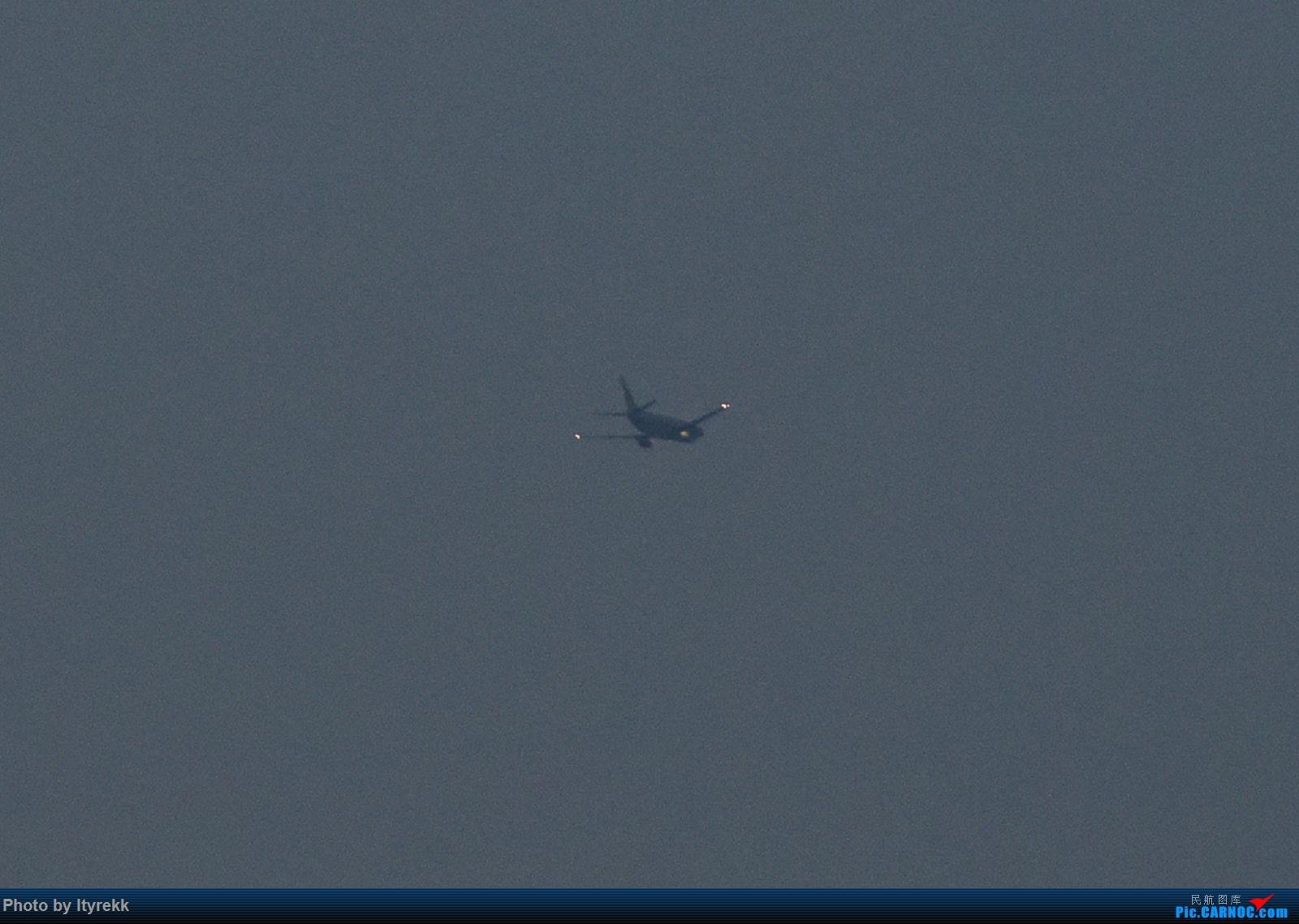 Re:[原创]发组图以怀念东航云南的功臣733(欢迎跟贴补图) BOEING 737-300 B-2981 中国芒市机场