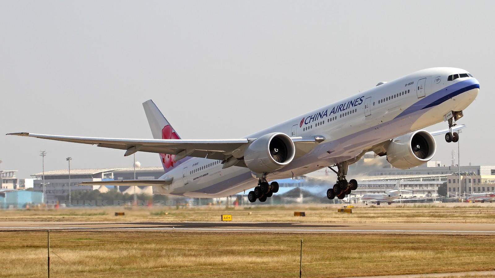 [原创]NKG~头回拍华航77W BOEING 777-300ER B-18001 中国南京禄口国际机场