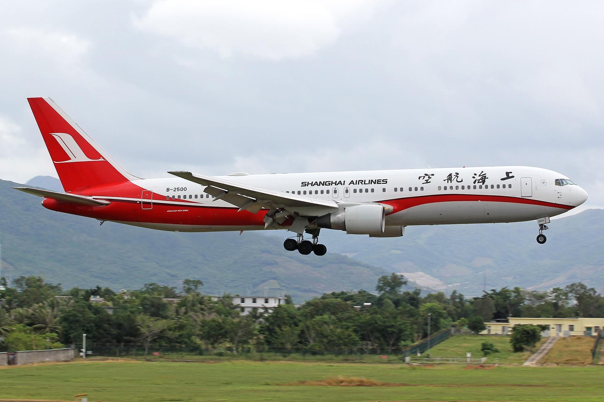 Re:[原创]。。。[SYX]北纬18°的三亚日记。。。 BOEING 767-300 B-2500 中国三亚凤凰国际机场