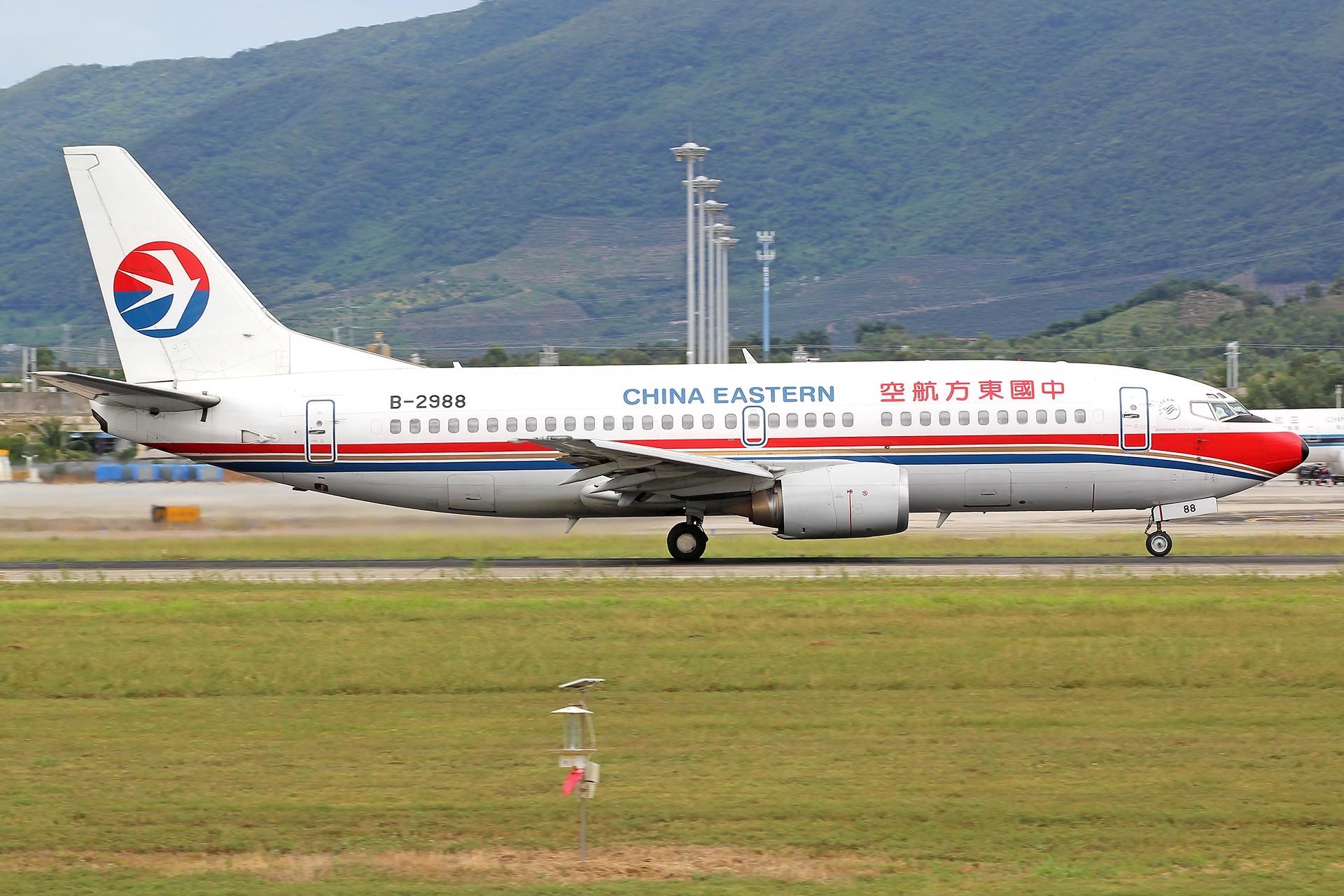 Re:[原创]。。。[SYX]北纬18°的三亚日记。。。 BOEING 737-300 B-2988 中国三亚凤凰国际机场