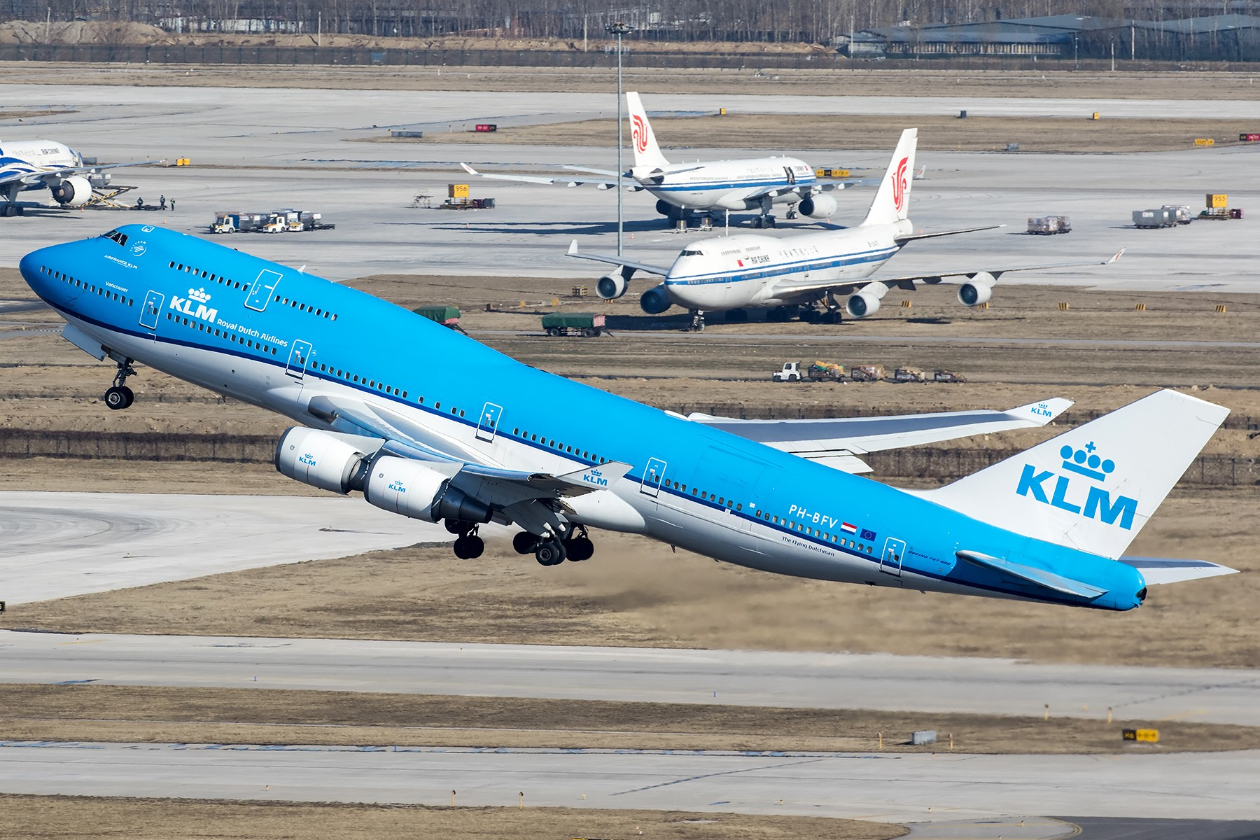 [原创]**两图党**雾霾前的一拍,荷航新装+延误的俄航 BOEING 747-400 PH-BFV 中国北京首都国际机场