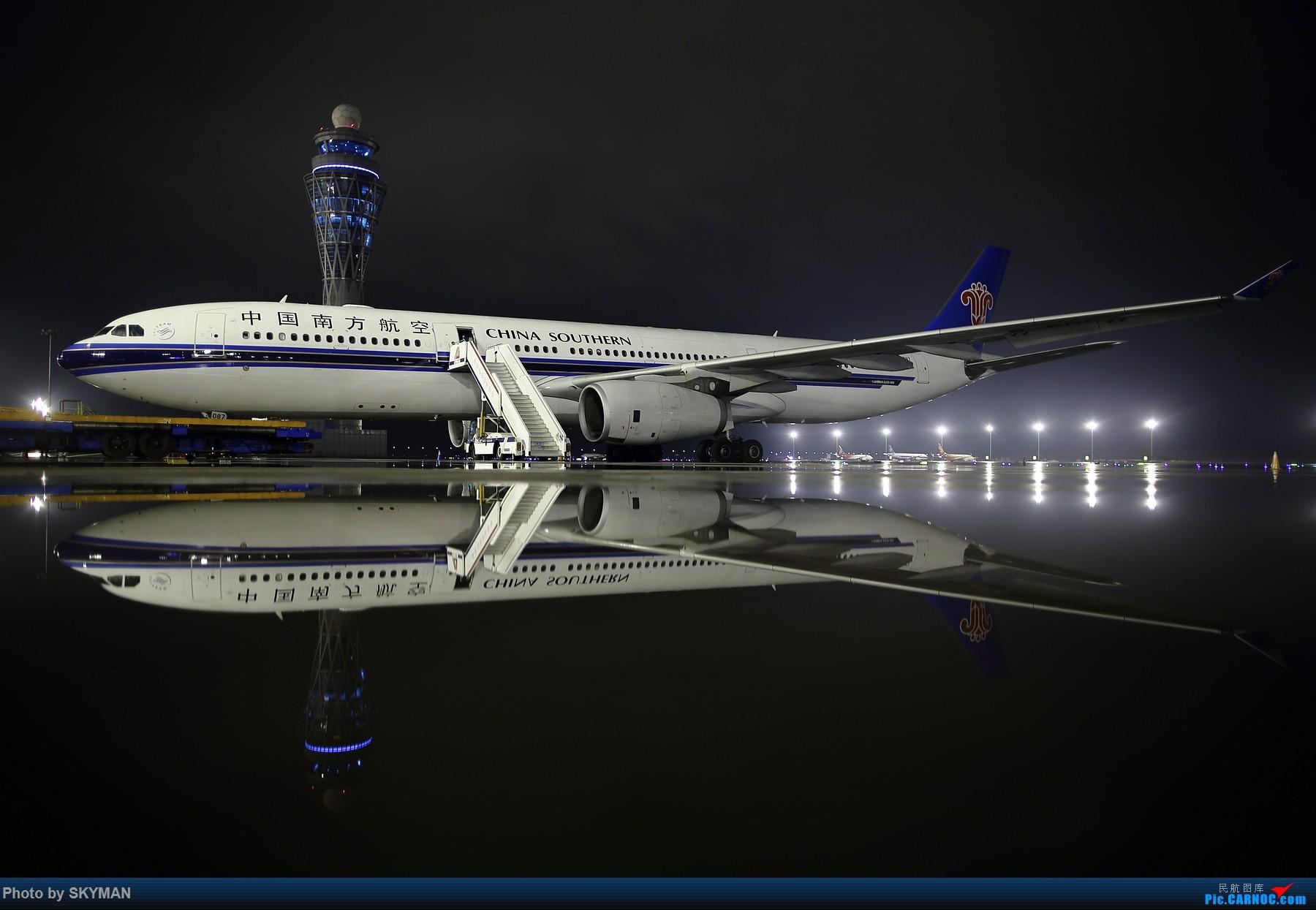 BLDDQ 镜 夜 湿。。。。。 AIRBUS A330-300 B-6087 中国深圳宝安国际机场