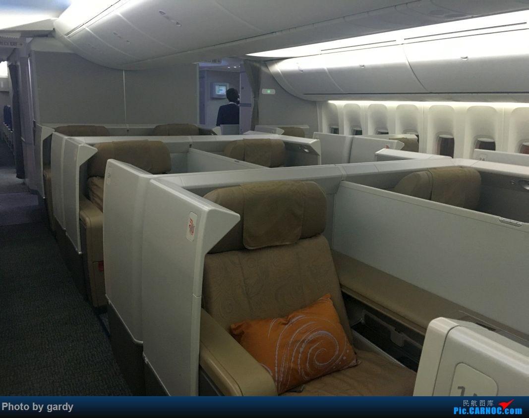 金色的座位还是霸气十足哈哈,只是本人觉得如果国航想把头等舱做成