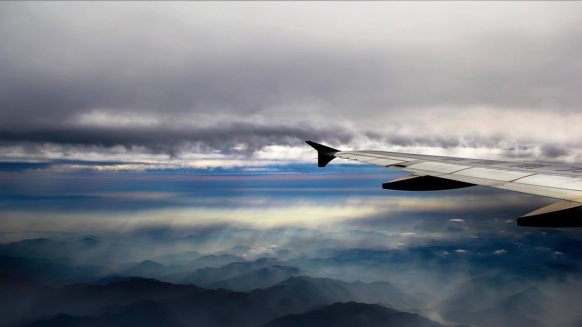 Re:[原创][DLC]。。。透过机窗看世界。。。