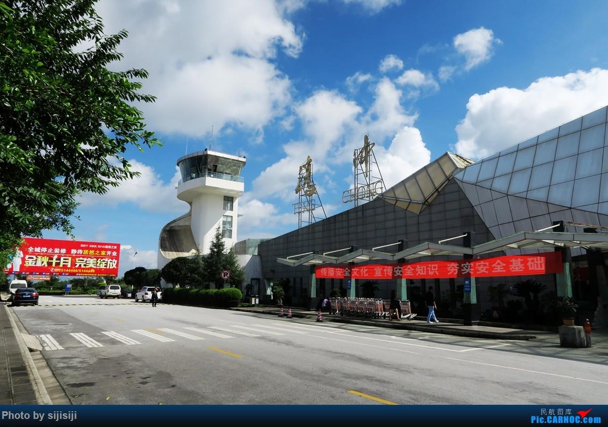 [原创]【NNG飞友星星游记:打个飞的去腾冲】自然人文相媲美,风景如画令人醉,返程遭遇无理刁难,无奈造就人生首次误机 BOEING 737-700 B-5819 中国腾冲驼峰机场 中国腾冲驼峰机场