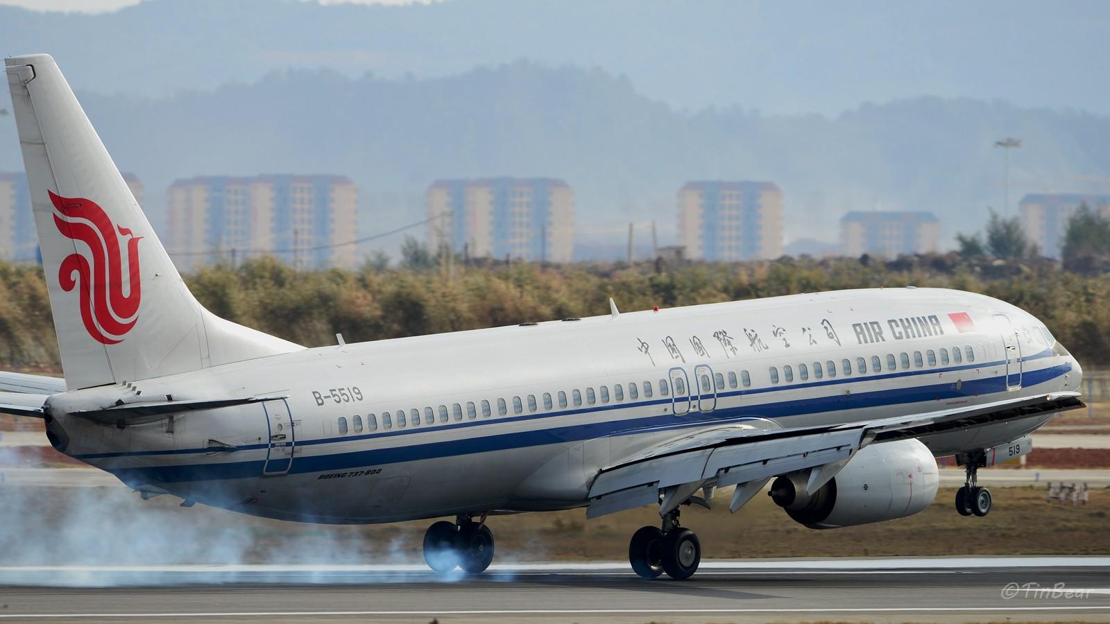 [原创]【KMG】这烟,吸多了对肺不好,擦多了对轮胎不好 BOEING 737-800 B-5519 中国昆明长水国际机场
