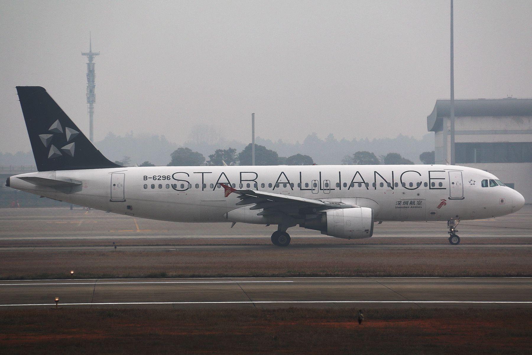 Re:[原创]重度雾霾天里的几只好货【苏拉维加亚航空,深圳大星星,泰亚航闪灯,东海】 AIRBUS A320-200 B-6296 中国南昌昌北国际机场