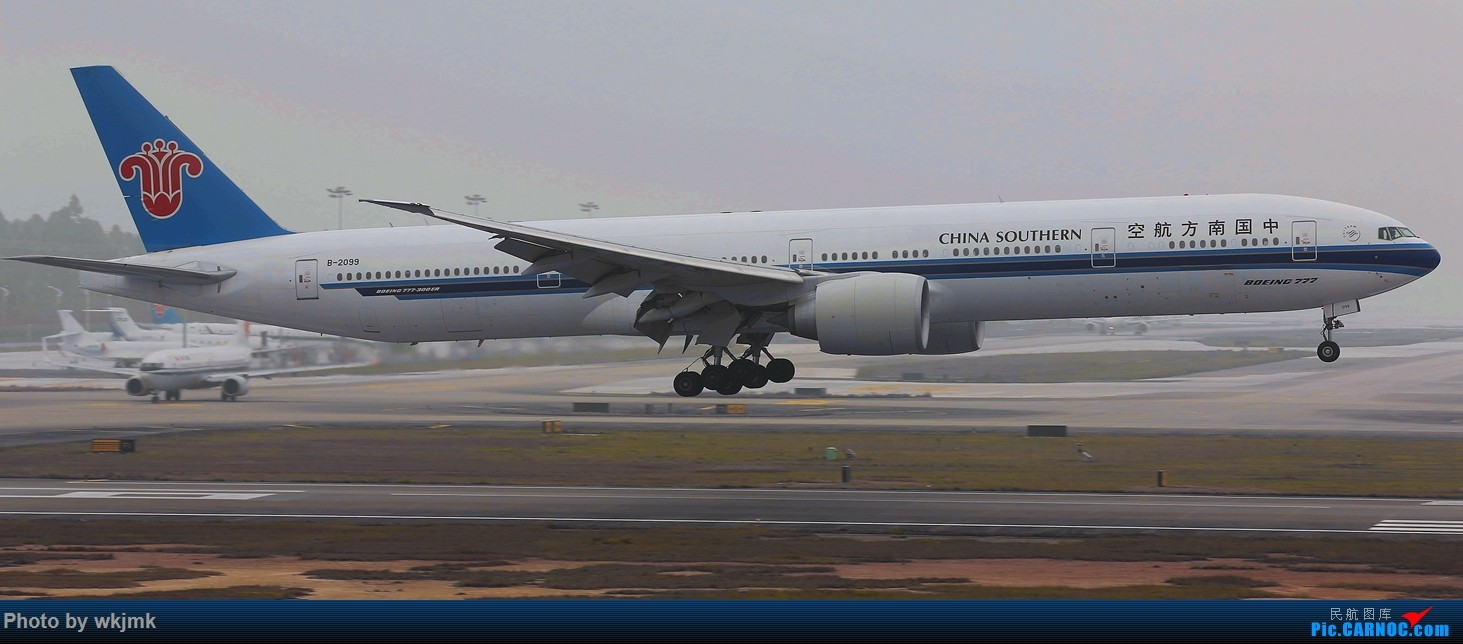 Re:[原创]广州拍即之旅 BOEING 777-300ER B-2033 中国广州白云国际机场
