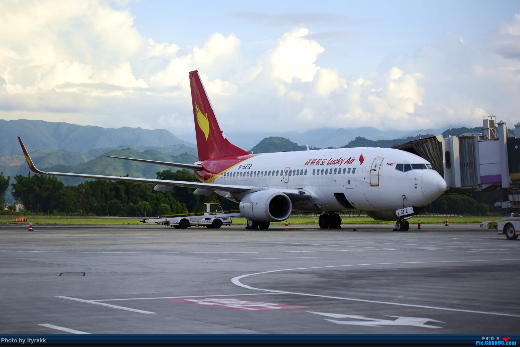 Re:[原创]闲了好长时间,挖挖库存冒个泡 BOEING 737-700 B-5272 中国芒市机场