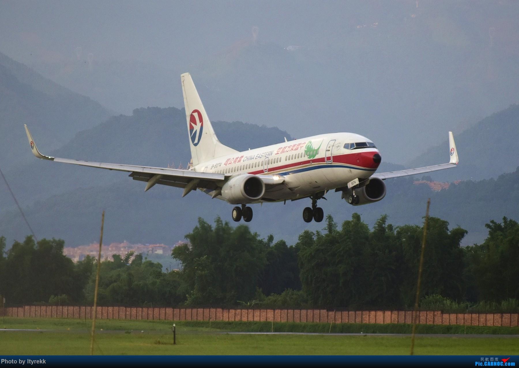 Re:[原创]闲了好长时间,挖挖库存冒个泡 BOEING 737-700 B-5074 中国芒市机场