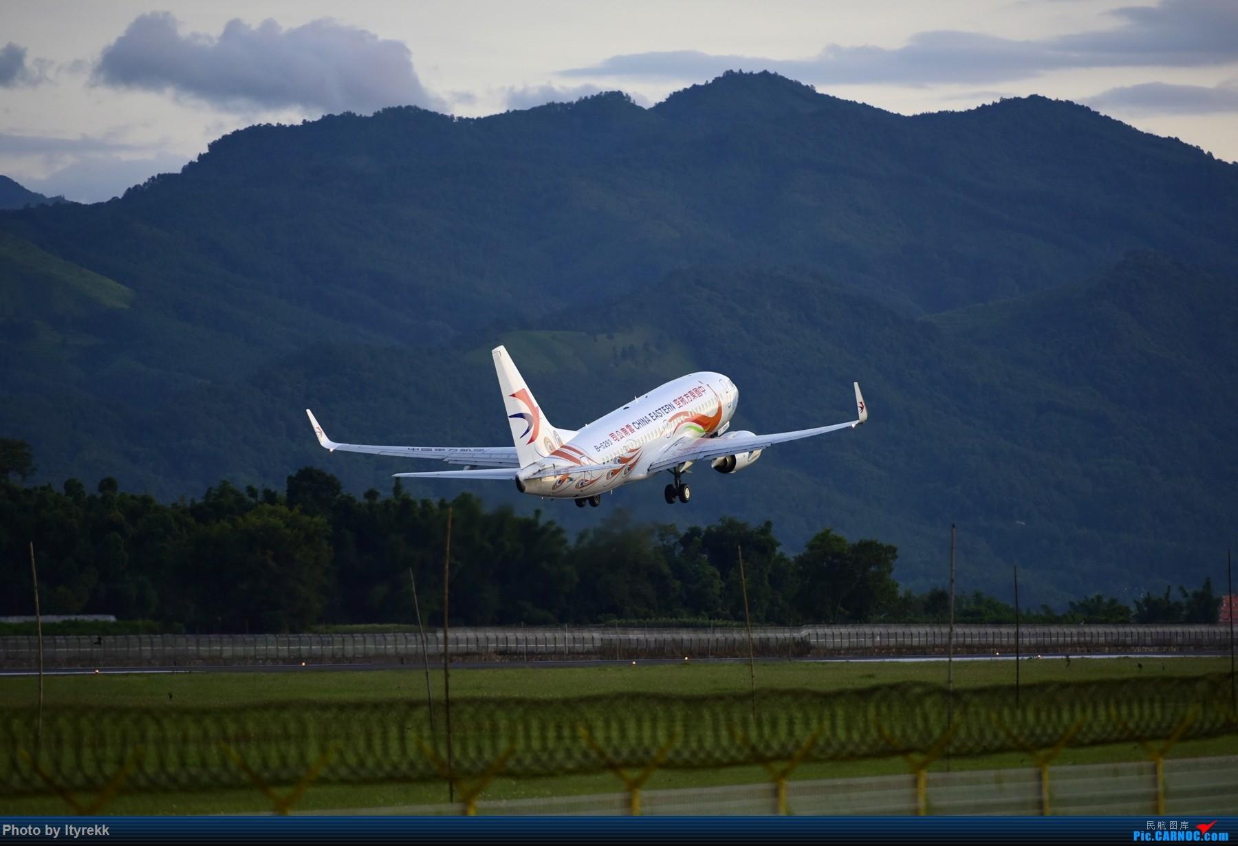 Re:[原创]闲了好长时间,挖挖库存冒个泡 BOEING 737-700 B-5293 中国芒市机场