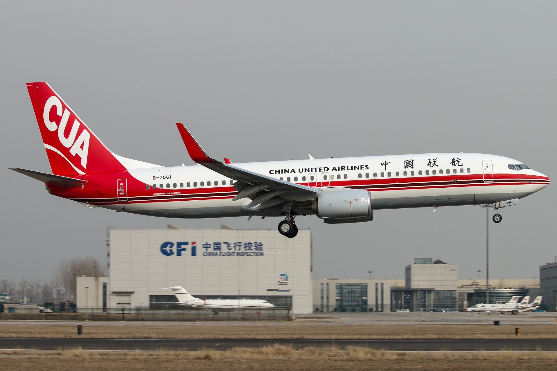 [原创][一图党] CUA新机B-7561调机 关岛-北京 降落北京首都国际机场 1800*1200 BOEING 737-800 B-7561 中国北京首都国际机场