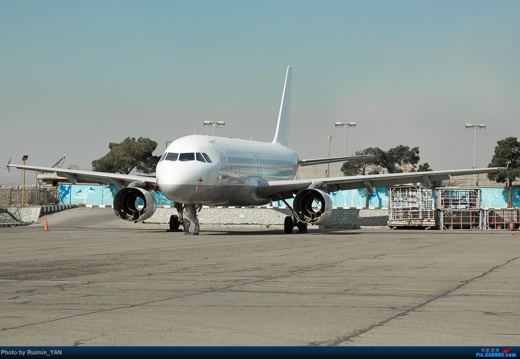 [原创]【THR】(德黑兰梅赫拉巴德机场)停在伊朗Pouya航空基地的未知航空未知注册号的白板空客320 AIRBUS A320-200  伊朗德黑兰机场