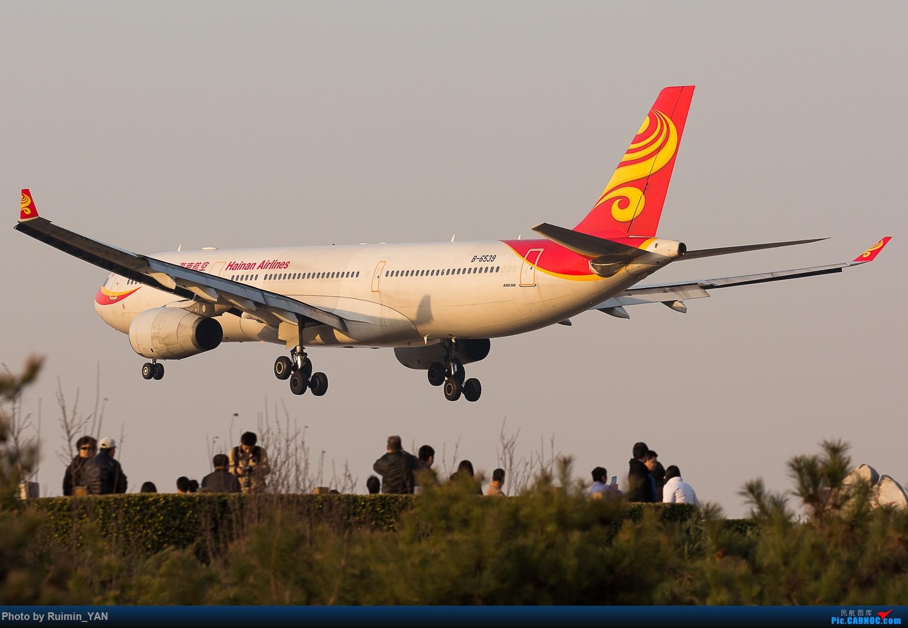 [原创]【PEK飞友会】八卦台上的拍飞机的人们被强势剃头 AIRBUS A330-300 B-6539 中国北京首都国际机场