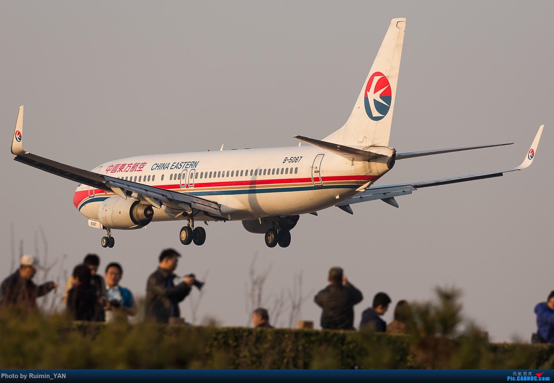 Re:[原创]【PEK飞友会】八卦台上的拍飞机的人们被强势剃头 BOEING 737-800 B-5087 中国北京首都国际机场