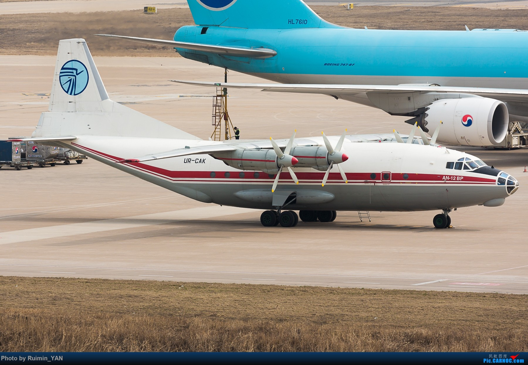 [原创]【TSN飞友会】【一图党】Ukraine Air Alliance (UAA) Aviation安-12--天津机场国际临时航班(LSUKL4006) ANTONOV AN-12 UR-CAK 中国天津滨海国际机场