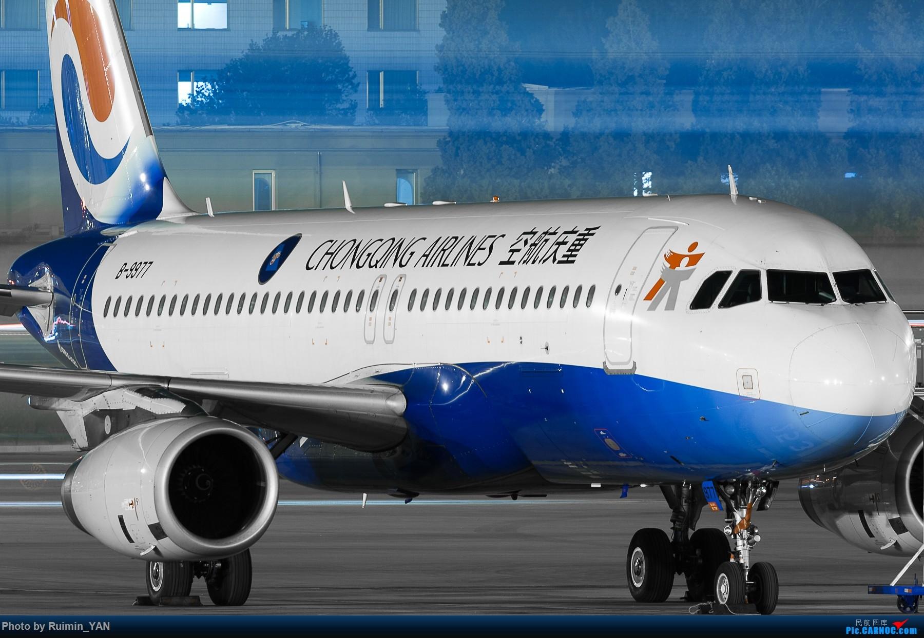 [原创]【PEK飞友会】【一图党】【夜景】重庆航空 B-9977--A320 AIRBUS A320-200 B-9977 中国北京首都国际机场