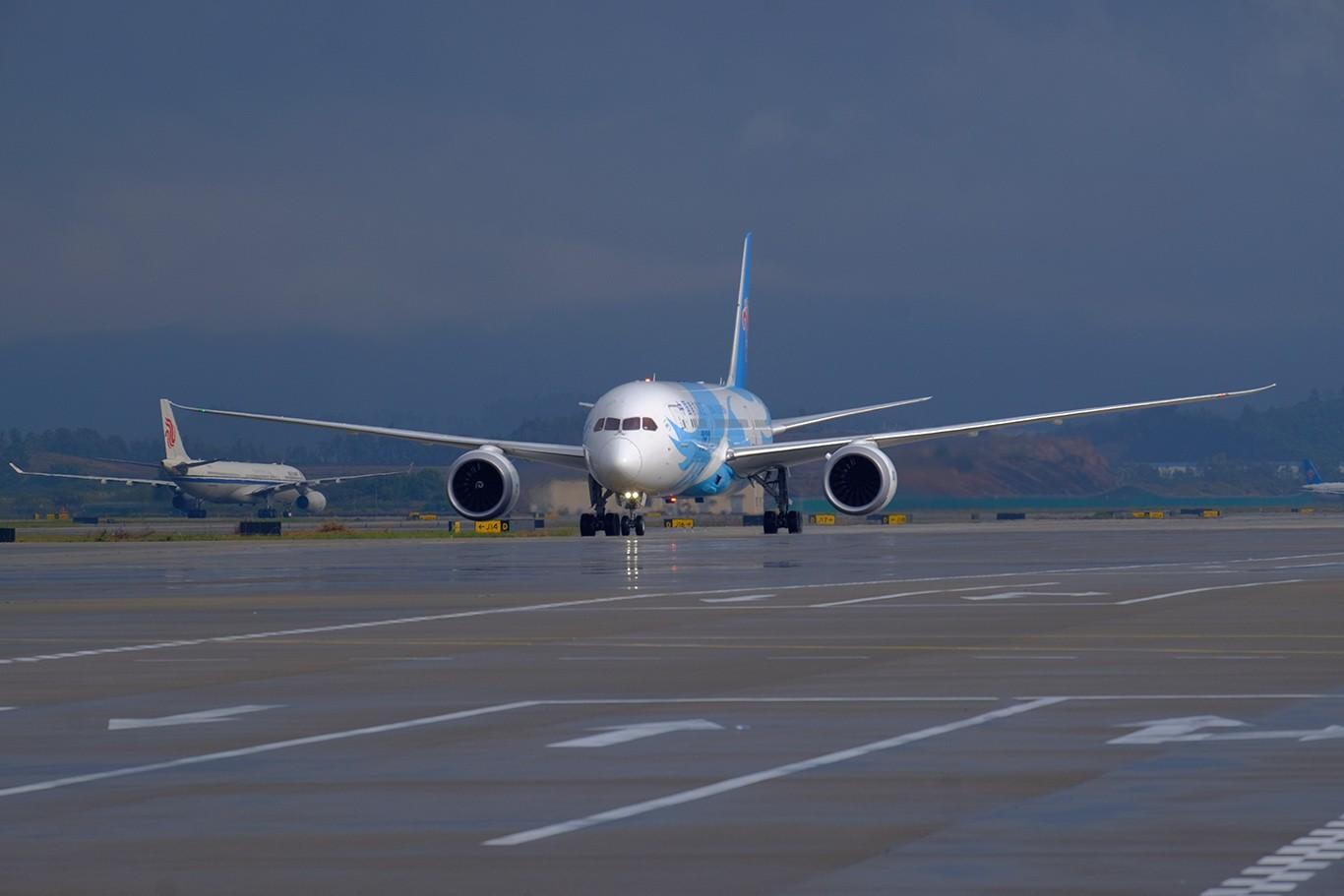 Re:发几张 BOEING 787-8 B-2725 中国广州白云国际机场