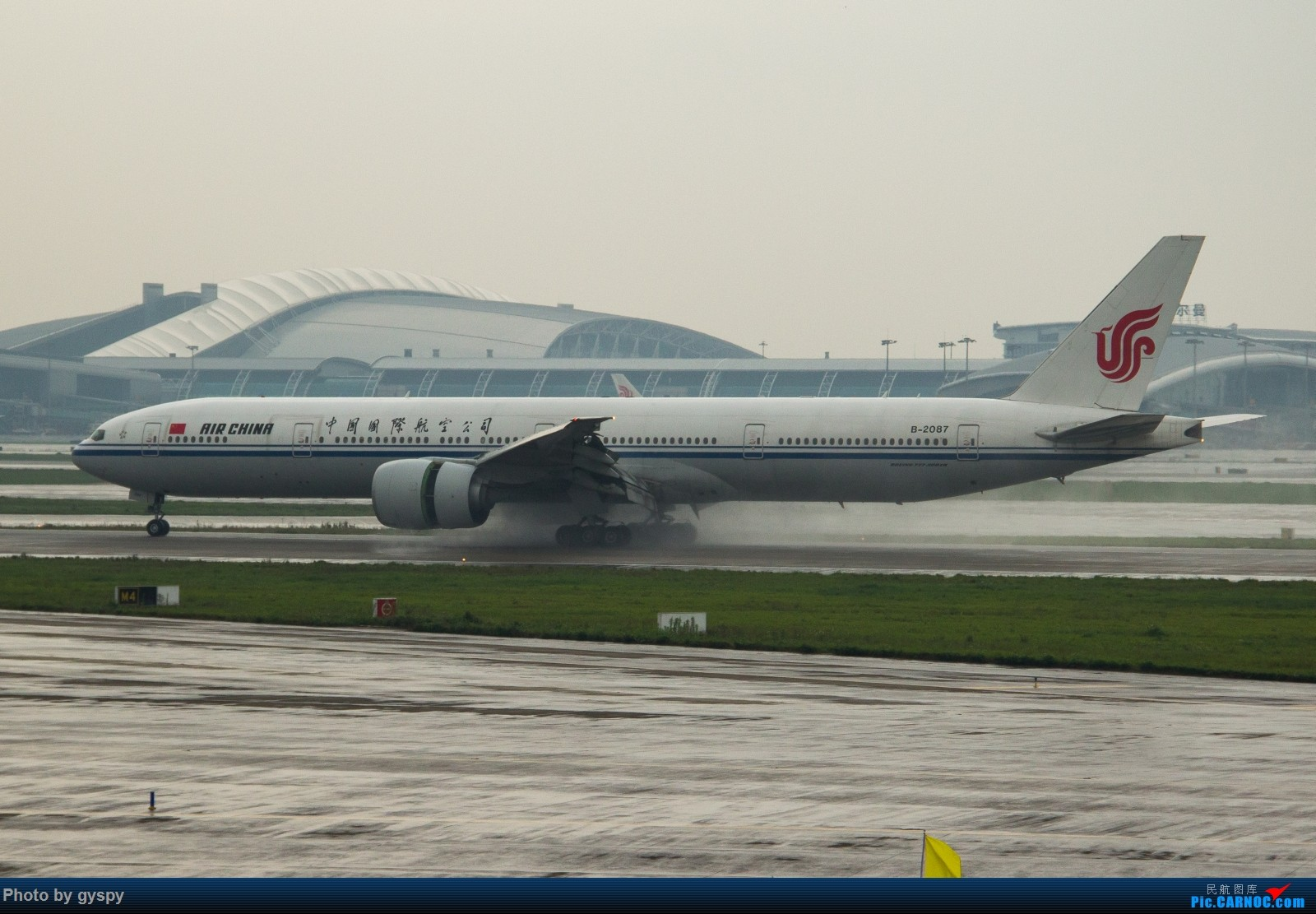 Re:[原创]白云戏水 画质已下线 BOEING 777-300ER B-2087 中国广州白云国际机场