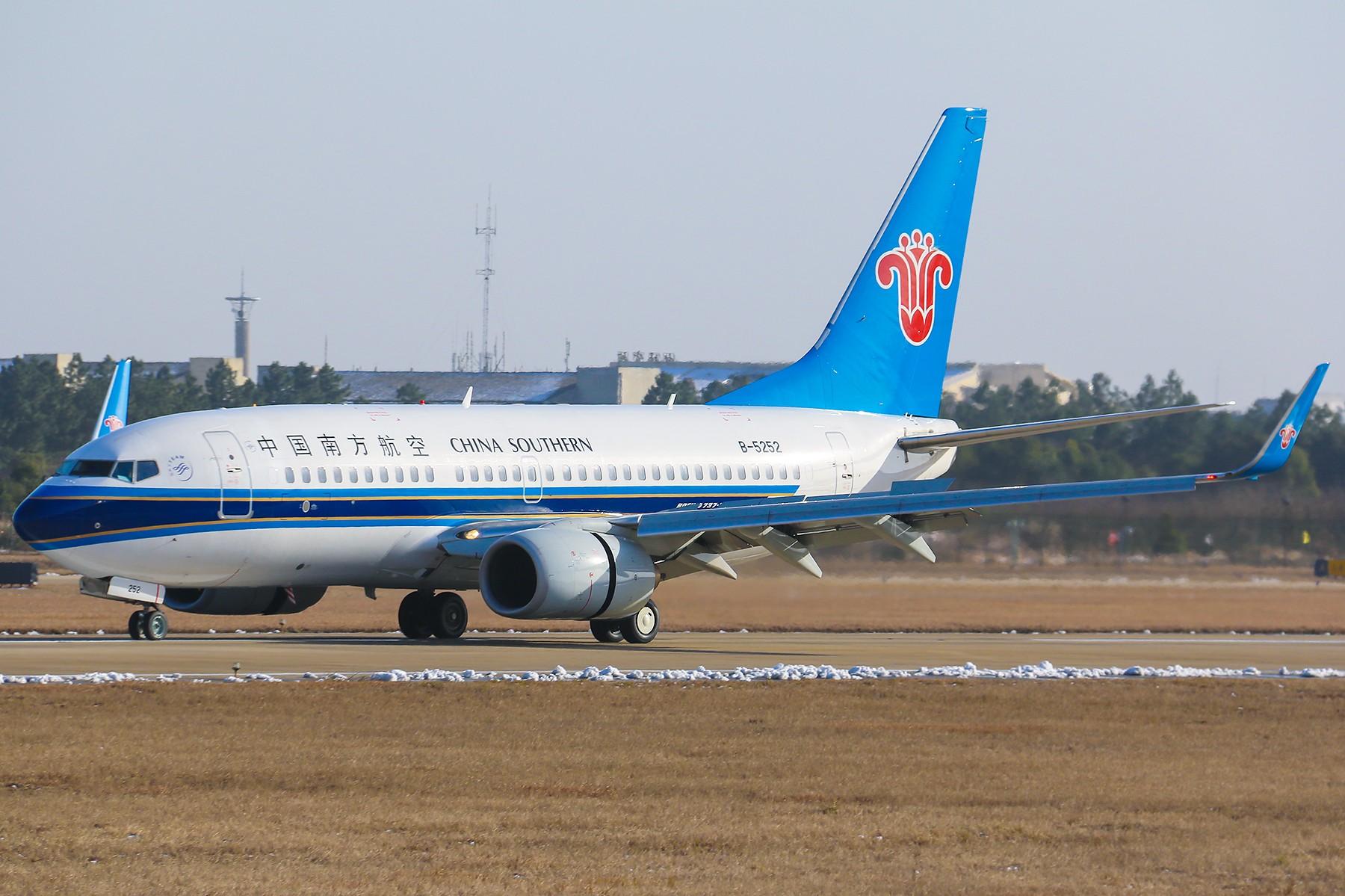 [原创]*****【南昌飞友会】紧凑才好看:南航737-700降落一组【1800*1200高清大图】***** BOEING 737-700 B-5252 中国南昌昌北国际机场