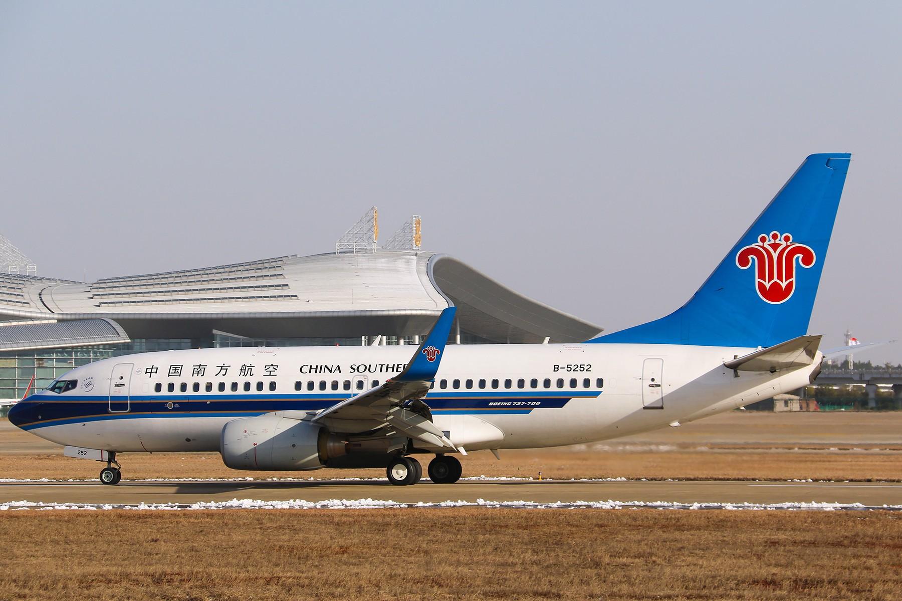 Re:[原创]*****【南昌飞友会】紧凑才好看:南航737-700降落一组【1800*1200高清大图】***** BOEING 737-700 B-5252 中国南昌昌北国际机场