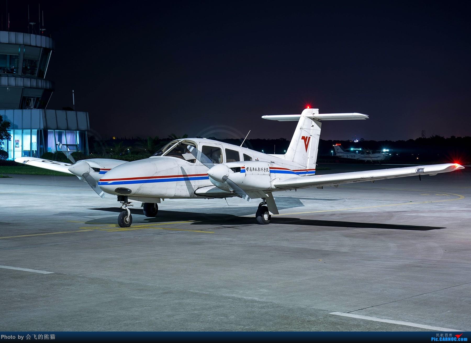 Re:[原创]夜新津 PIPER PA-44-180 B-3678 新津机场