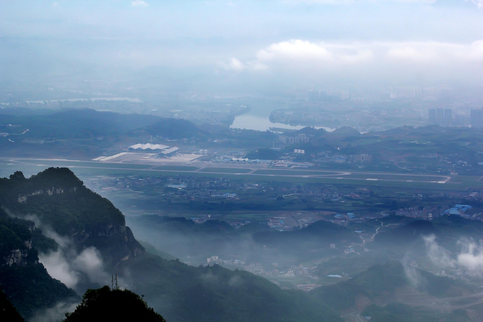 Re:[DYG]。。。张家界。。。    中国张家界荷花机场