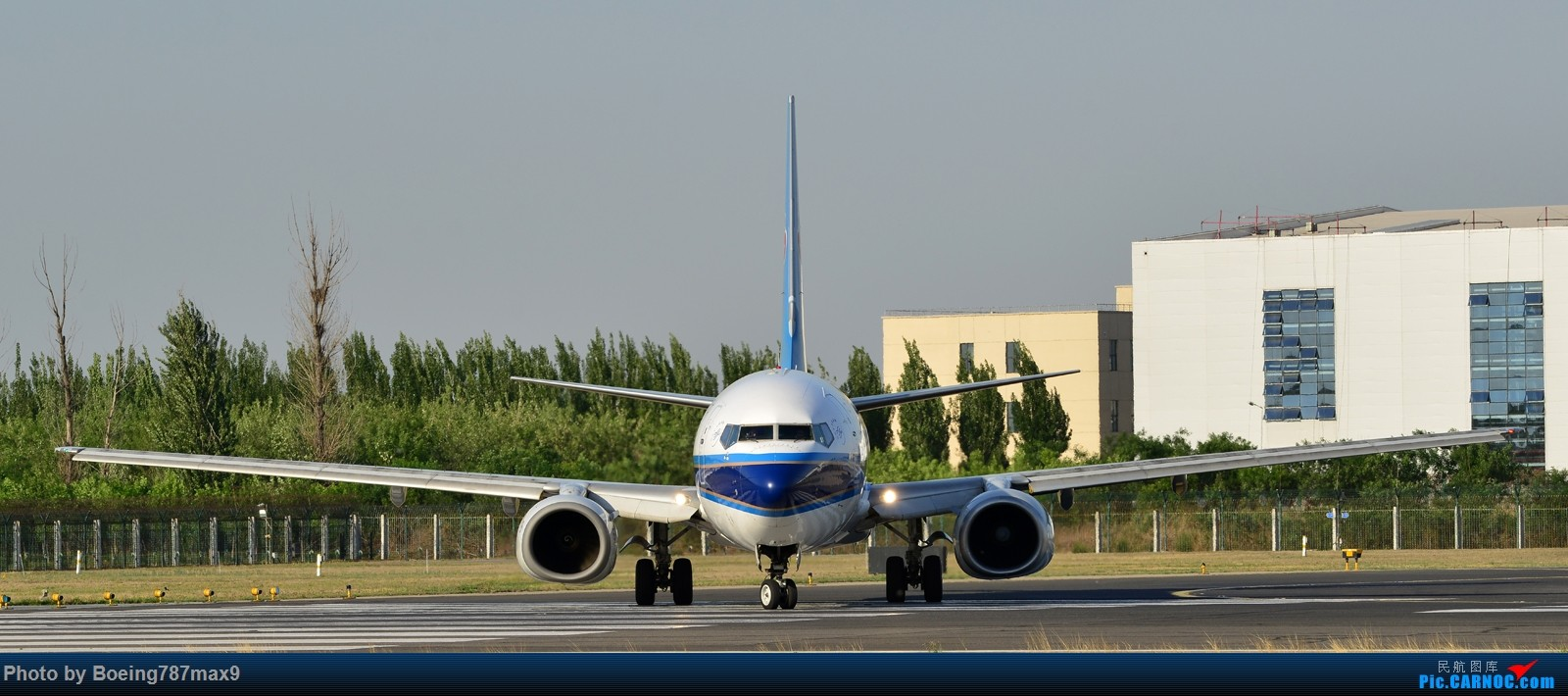 Re:[原创]【PEK】独一无二独特的拍摄角度,超有震撼力的机头『1600*高清大图』 BOEING 737-800 B-5156 中国北京首都国际机场