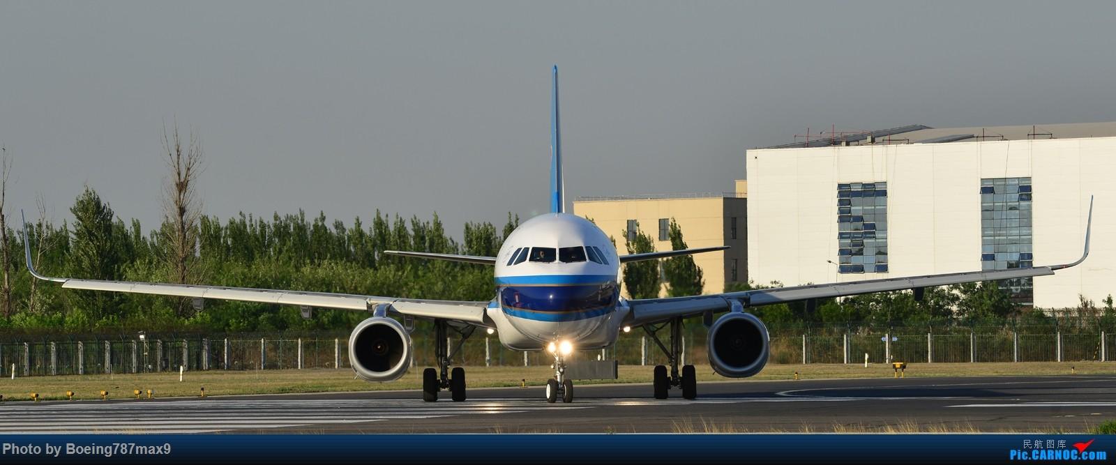 Re:[原创]【PEK】独一无二独特的拍摄角度,超有震撼力的机头『1600*高清大图』 AIRBUS A320-200 B-1801 中国北京首都国际机场