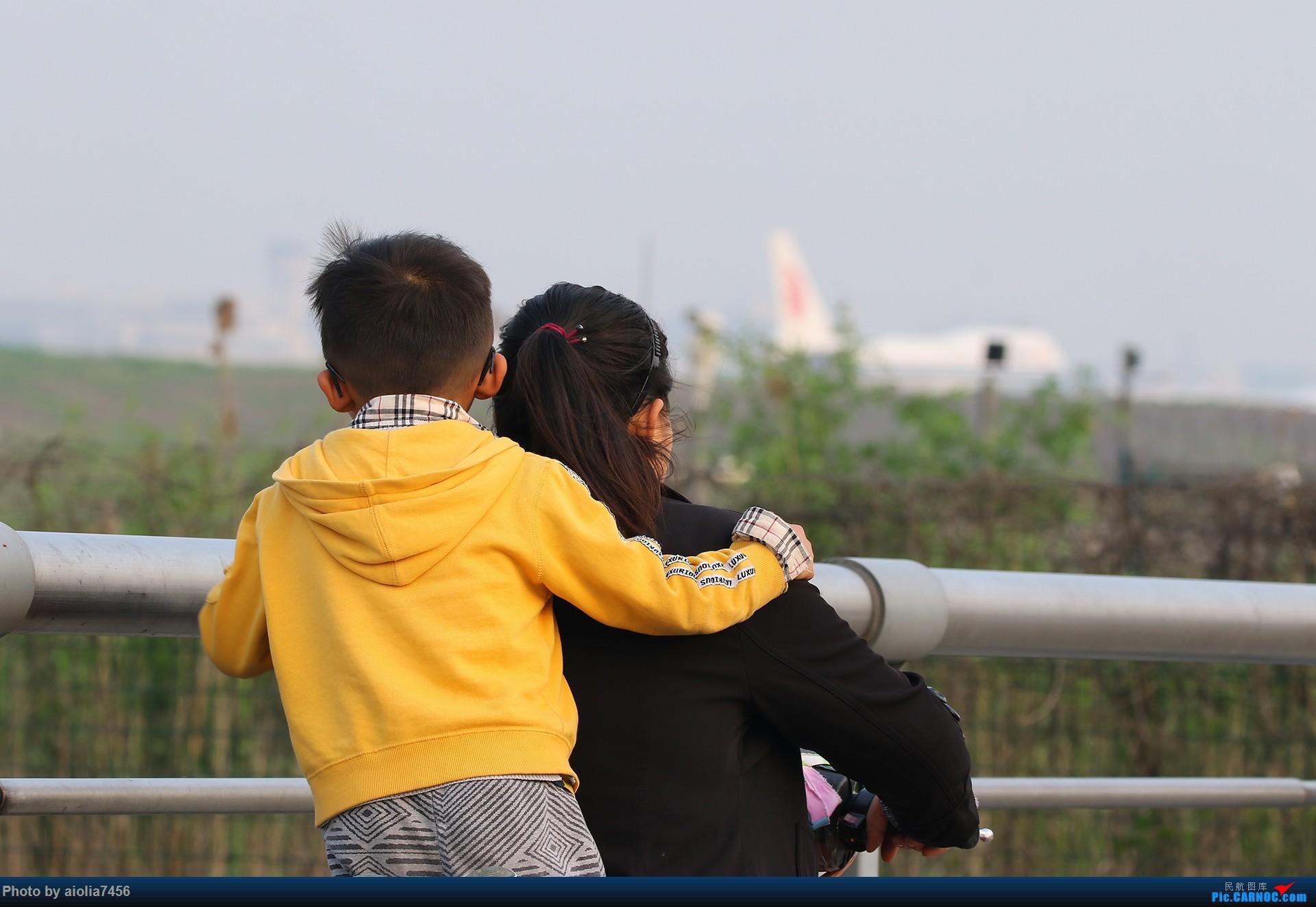 Re:[原创][合肥飞友会]【【村夫进城系列之四】原来上海大飞机看多了也会审美疲劳     带儿子看飞机的妈妈