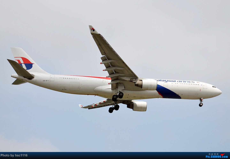 Re:[原创]烂天的PVG,北美进港高峰,UA/CA大星星 AIRBUS A330-300 9M-MTH 中国上海浦东国际机场