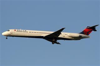 Re:【北美飞友会】阿拉斯加航空迪士尼度假村系列彩绘之二米老鼠唐老鸭波音737-990傍晚时分降落STL一组