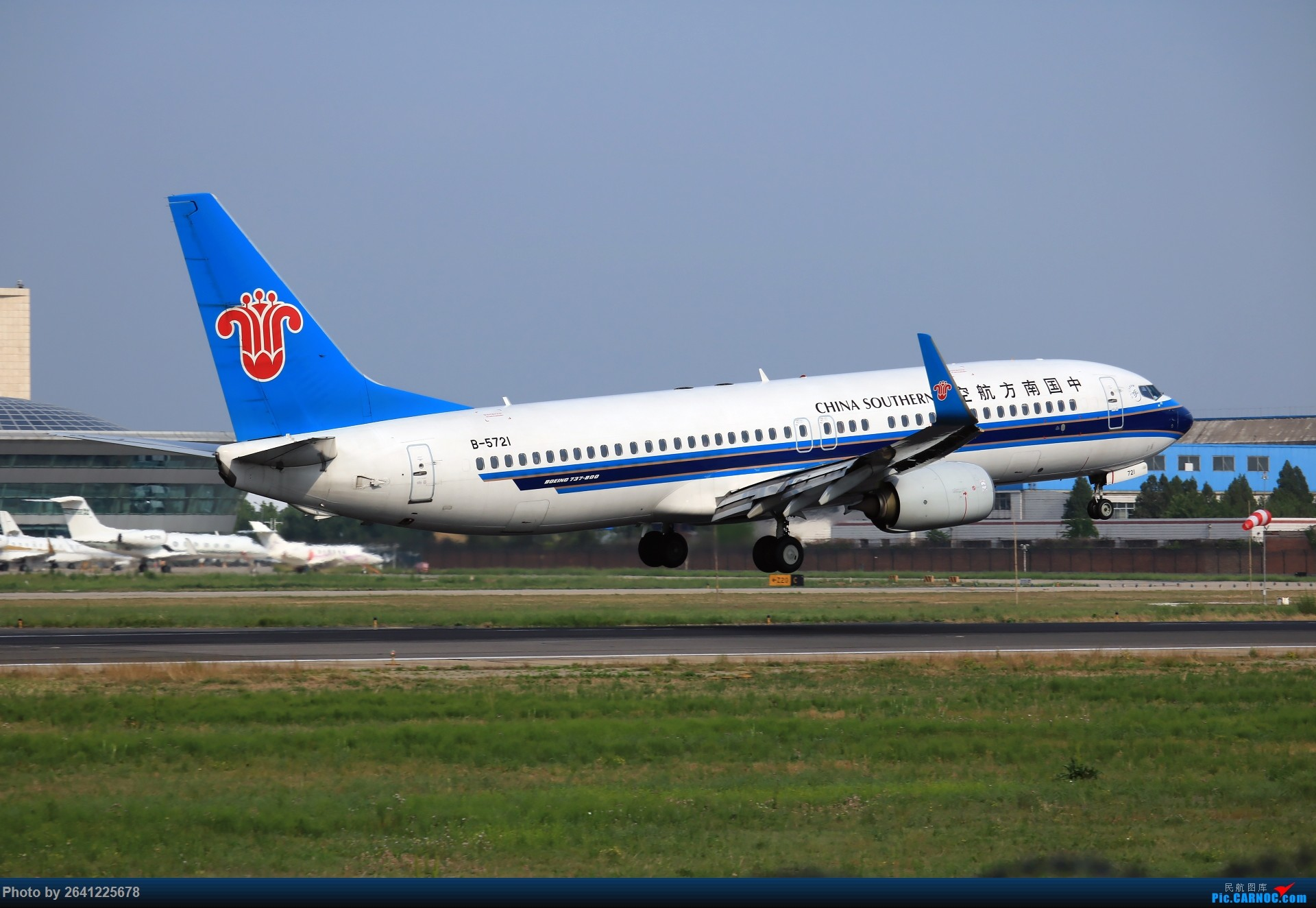 Re:[原创]【PEK】初战铁匠营 BOEING 737-800 B-5721 中国北京首都国际机场