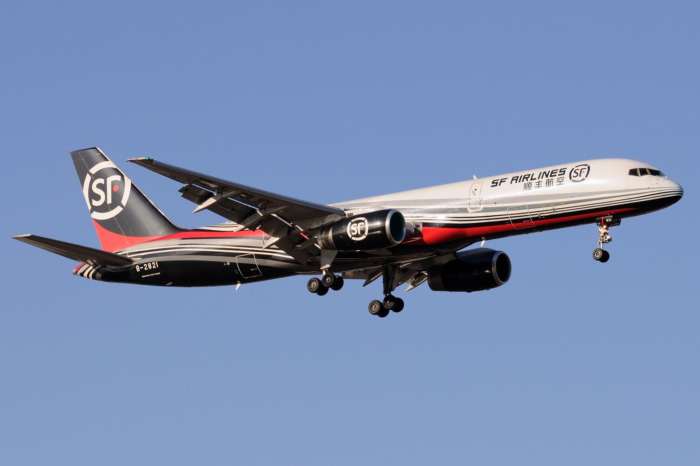 [原创]【PEK】~~~~~~~继续炒冷饭,PEK杂图一组~~~~~~ BOEING 757-200 B-2821 中国北京首都国际机场
