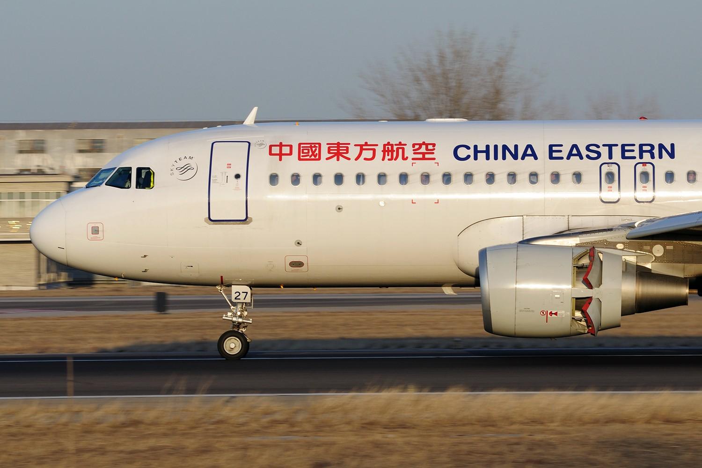 Re:[原创]【PEK】继续炒冷饭,PEK杂图一组 AIRBUS A320-200 B-8227 中国北京首都国际机场