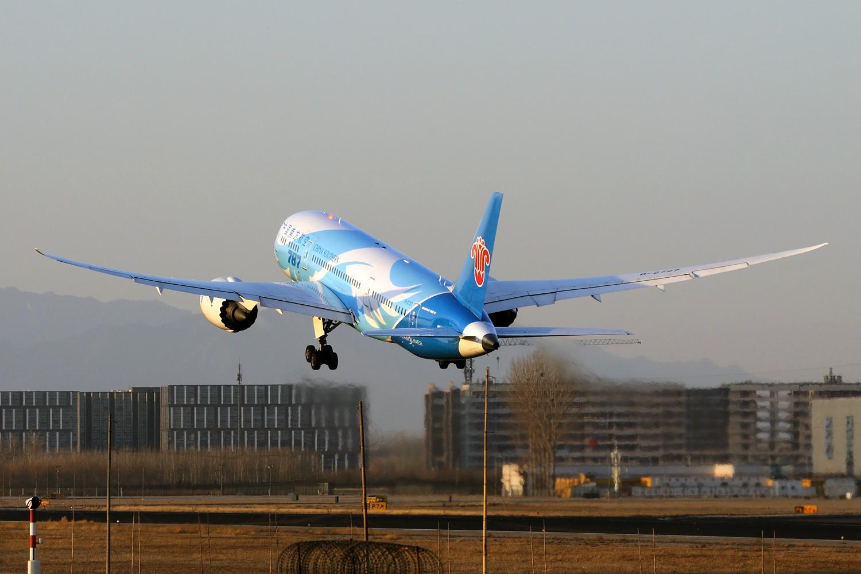 Re:[原创]【PEK】继续炒冷饭,PEK杂图一组 BOEING 787-8 B-2727 中国北京首都国际机场