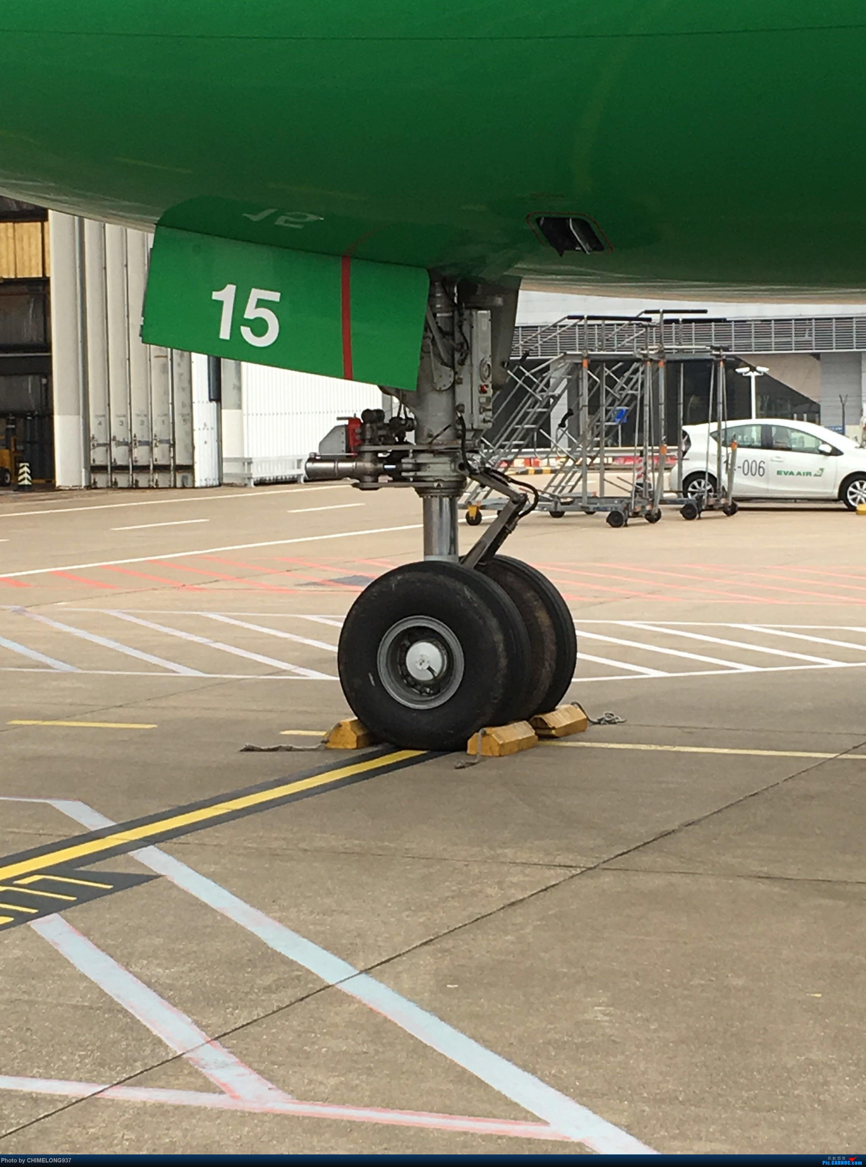 Re:[原创]【Feeyo Macau】长荣大头及起落架 BOEING 777-300ER B-16715 中国澳门国际机场