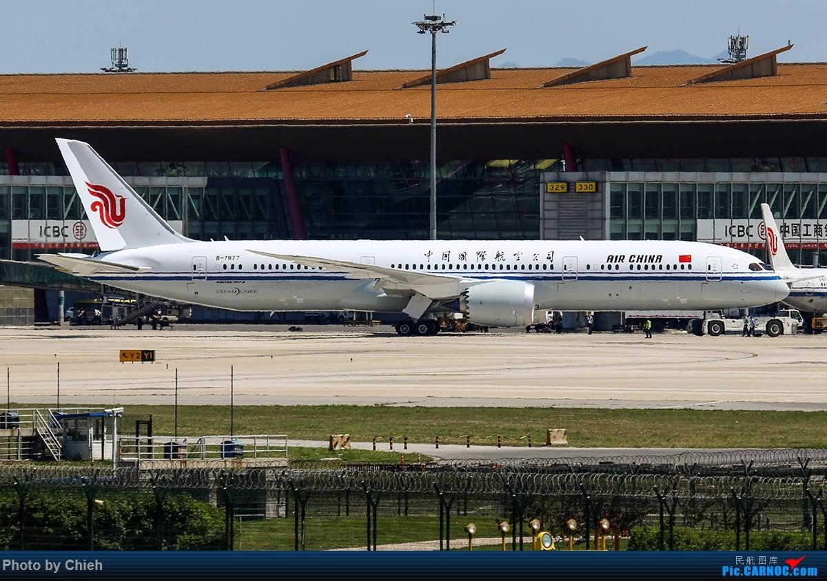[原创]2016-05-26,没机会去坐首航只能在八卦台目送国航B787-9离场,CA4102,PEK-CTU~夏天机坪的地热十分感人 BOEING 787-9 B-7877 中国北京首都国际机场
