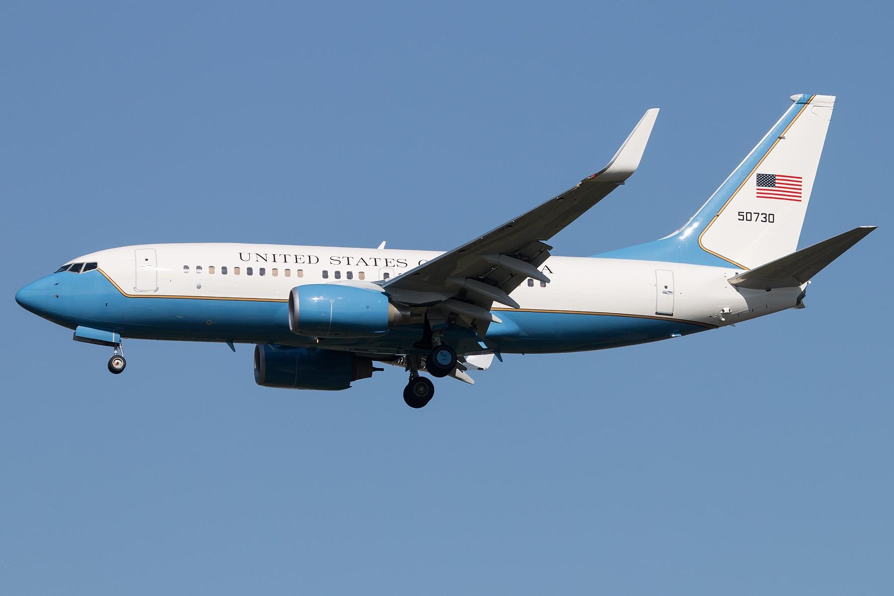 [一图党] C40C 1800*1200 BOEING C-40C/737-7DM(WL) 05-0730 中国北京首都国际机场