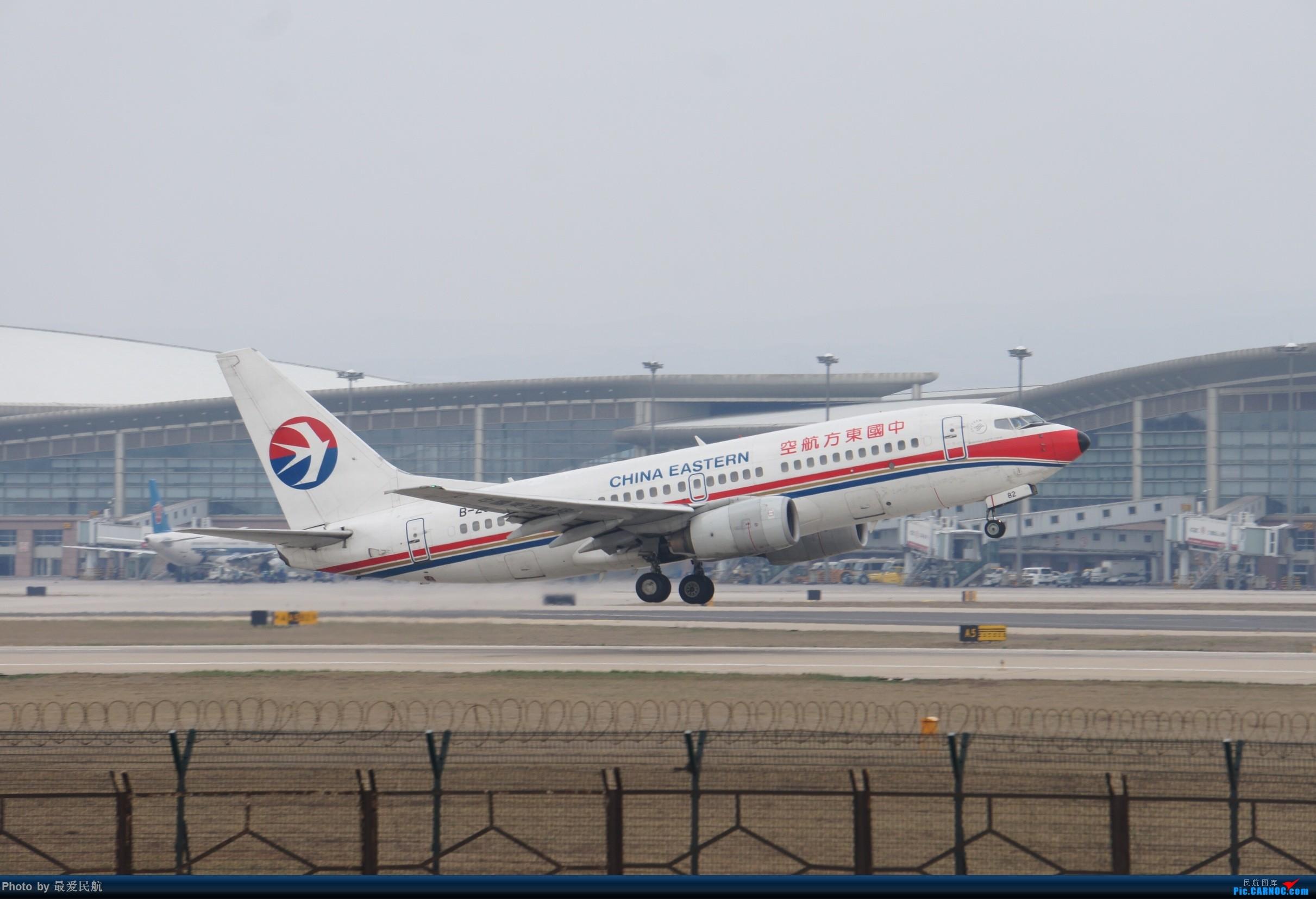 Re:[原创]太原武宿国际机场!端午节交作业 BOEING 737-700 B-2682 中国太原武宿国际机场