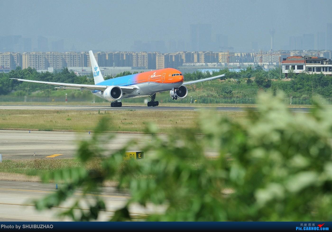 荷航新涂装首飞成都 777 PH-BVA 成都双流机场