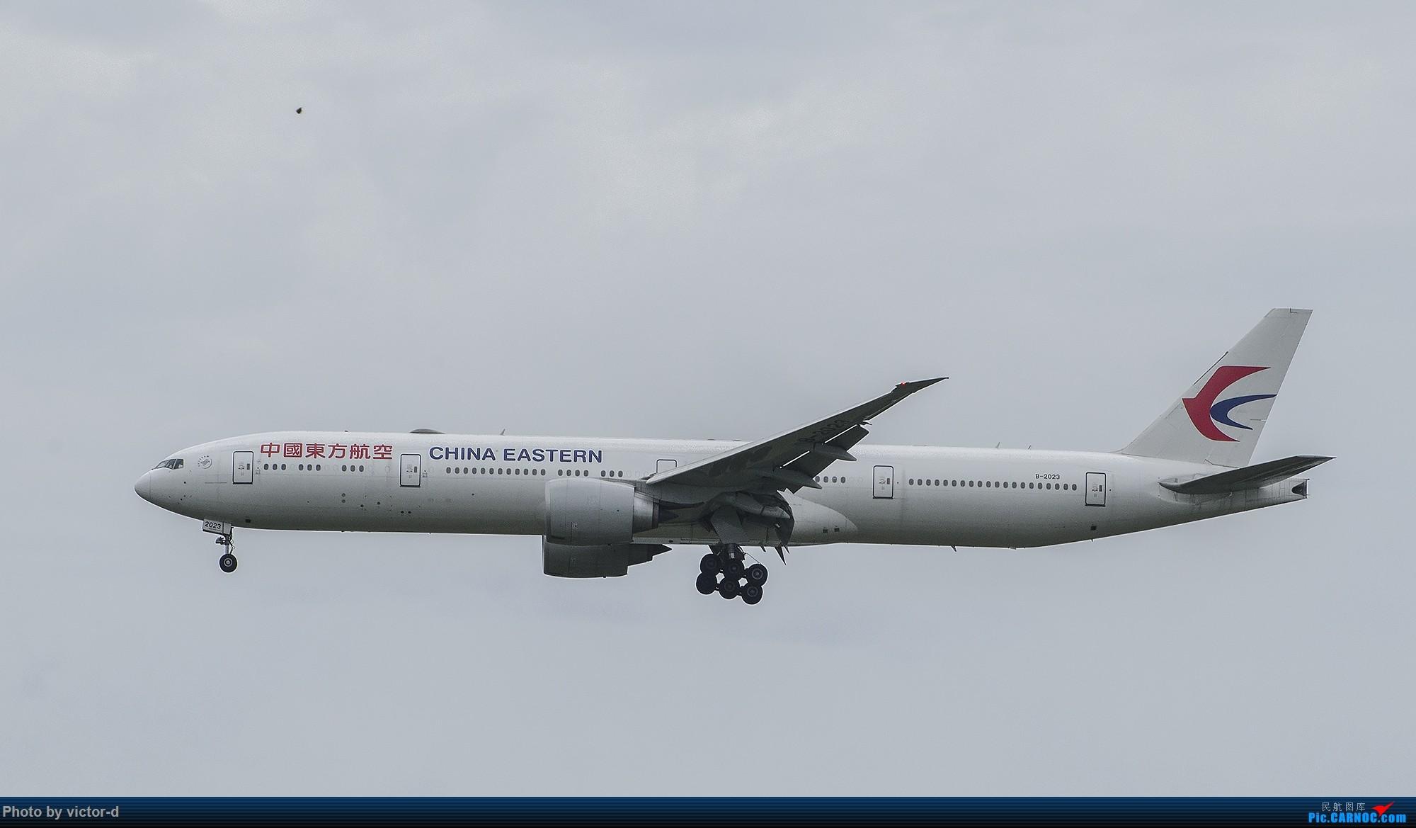 Re:傍晚的PVG,77W接二连三 BOEING 777-300ER B-2023 中国上海浦东国际机场