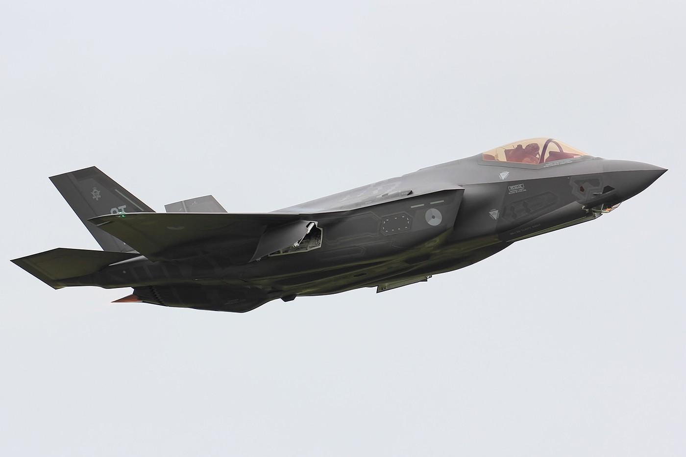 [原创] (可能是)论坛首发 荷兰空军F-35A Lightening II 1400大图【烂天慎入】 LOCKHEED MARTIN F-35 LIGHTNING II F-002 Leeuwarden Air Base