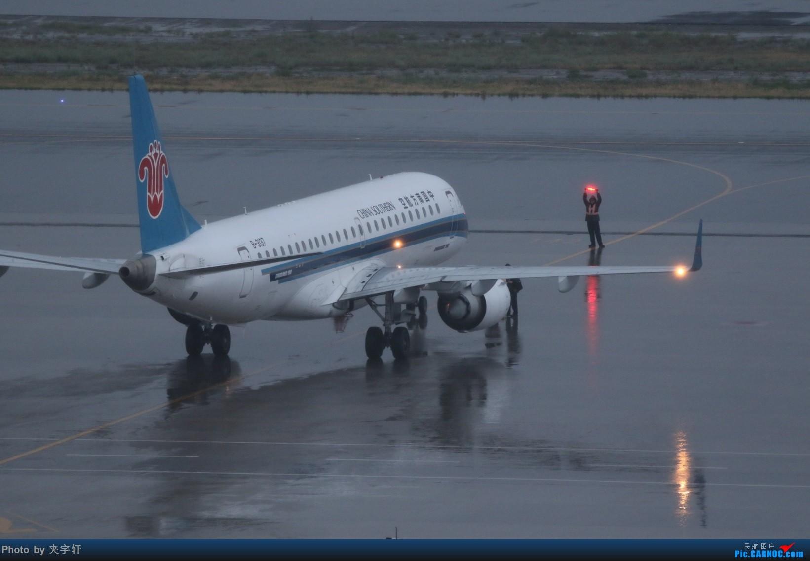 [原创]【URC】雨天动图!+吹水 EMBRAER E-190 B-3137 中国乌鲁木齐地窝堡国际机场