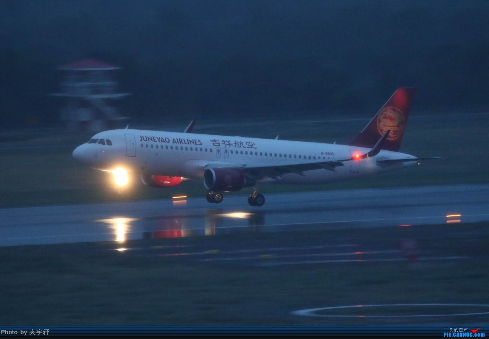 Re:[原创]【URC】雨天动图!+吹水 AIRBUS A320-200 B-8536 中国乌鲁木齐地窝堡国际机场