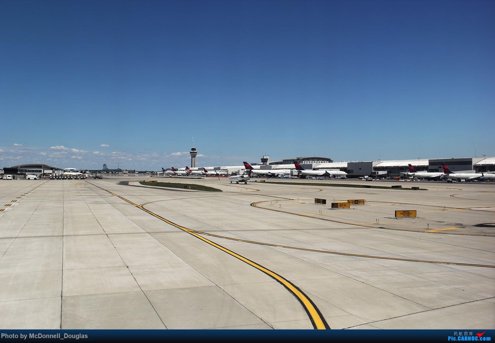 Re:[原创]【上海飞友会】图会很多,也有很多驾驶舱,杂七杂八的美帝,梦寐以求的圣马丁,这更绝不弃贴,前十个id砸飞机砸一个返一个    美国底特律都会韦恩郡机场
